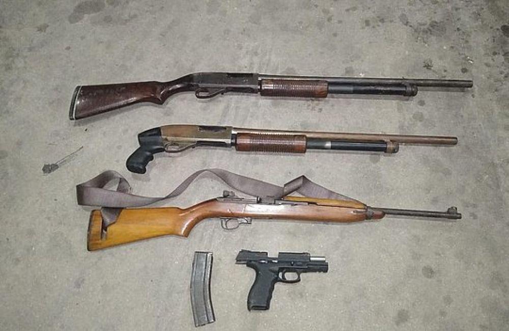 Fuzil, espingardas e pistola foram apreendidos com os criminosos no município de Rodelas