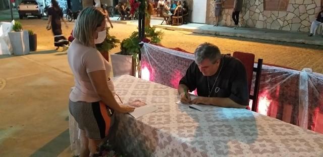 """Bispo D. Guido Zendron faz lançamento do livro """"A força da Presença"""" em Jeremoabo BA"""
