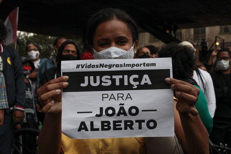 Manifestação ocorrida na época da morte de João Alberto, espancado em Porto Alegre por seguranças de um supermercado - (Foto: Paulo Pinto/FotosPublicas)
