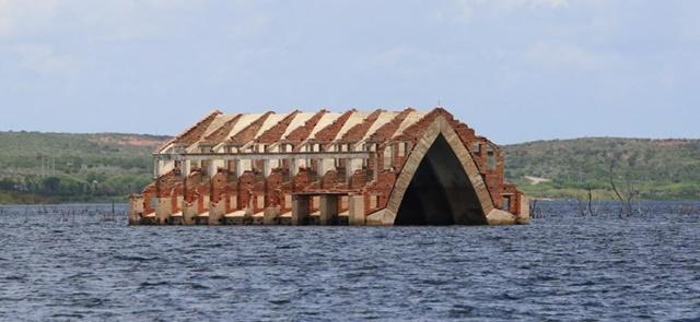 "Igreja submersa em Petrolândia, a ""Atlântida brasileira"" Imagem: Guga Matos/Setur PE"