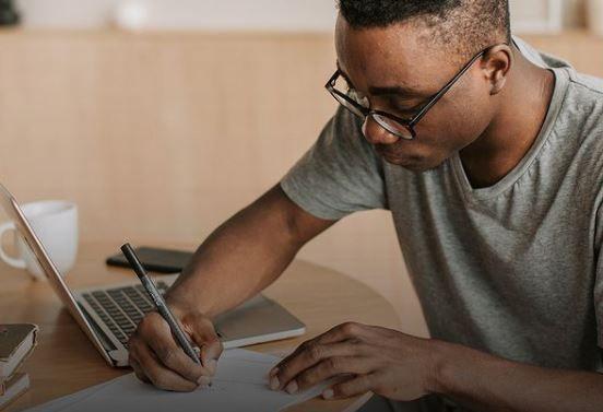 Estudantes podem usar a nota do Enem para conseguir bolsa de estudos - (Foto: Reprodução/Instagram fundacaoestudar)