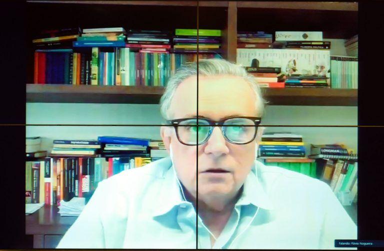 """Flávio Nogueira: """"Os adaptadores universais são ainda mais necessários diante da característica única do nosso padrão"""" - (Foto: Pablo Valadares/Câmara dos Deputados)"""
