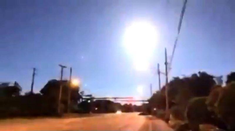 Momento exato em que o meteoro explodiu - (Foto: Reprodução: Twiter)