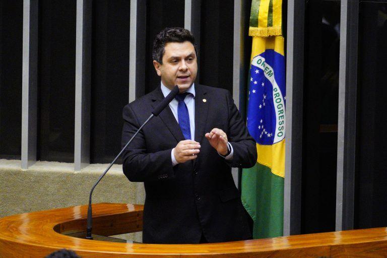 O autor da proposta, deputado Tiago Dimas - (Foto: Pablo Valadares/Câmara dos Deputados)