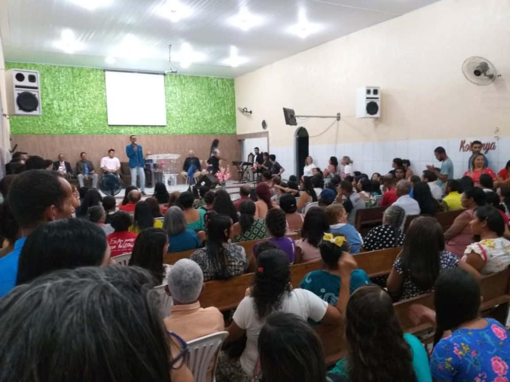 Wellington Camargo participa de momento de pregação e testemunho