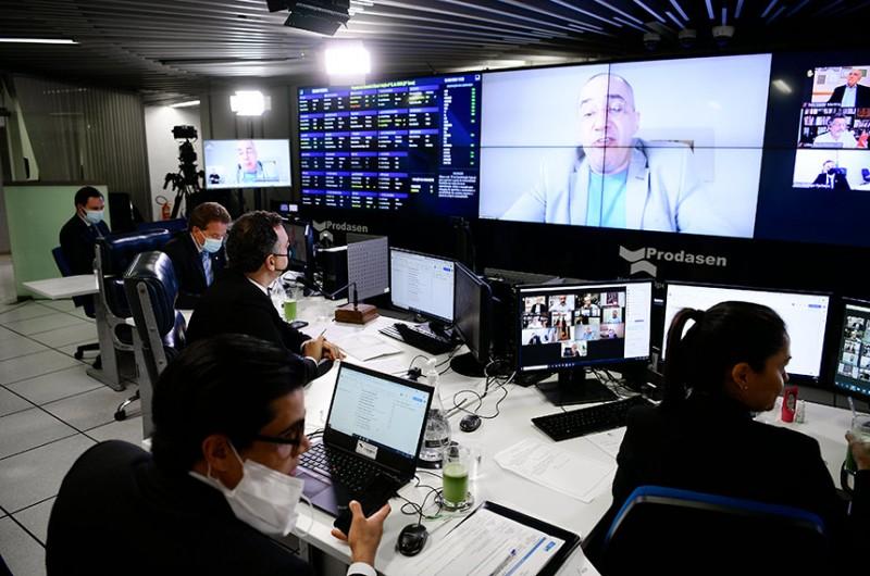 O relator dessa proposta é o senador Jorge Kajuru (na tela) - Pedro França/Agência Senado