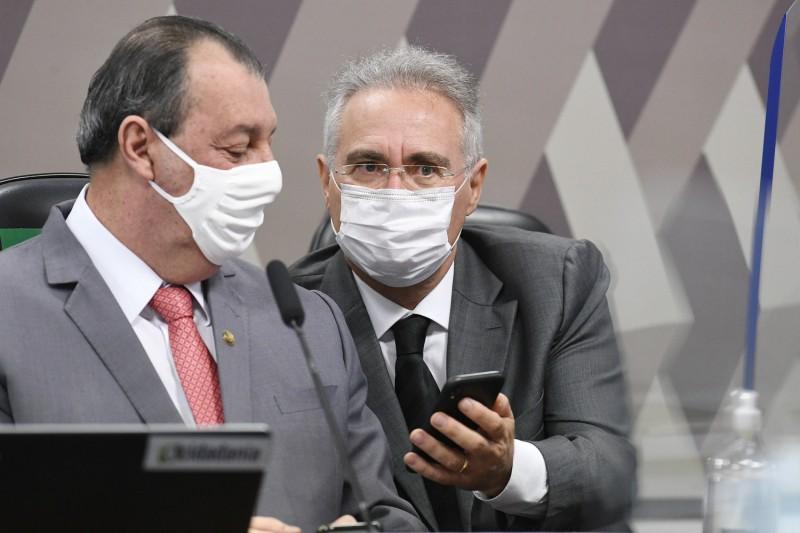 Omar Aziz e Renan Calheiros na Mesa Diretora da CPI - (Foto: Jefferson Rudy/Agência Senado - 20.05.2021)