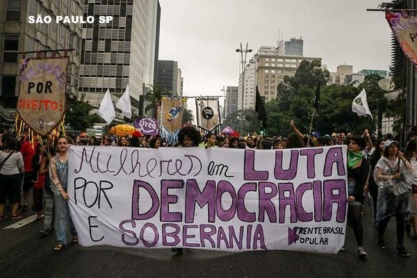 Milhares de mulheres pelo Brasil protestam contra Bolsonaro, por Marielle e pela vida