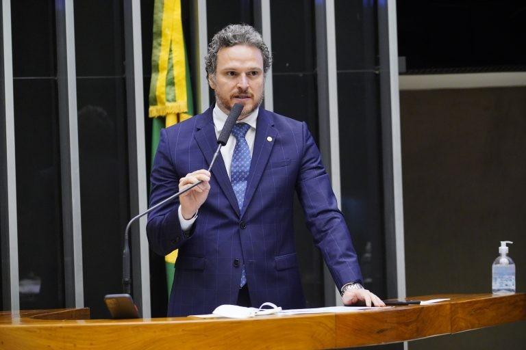 Fred Costa fez alterações na proposta para manter o equilíbrio fiscal - (Foto: Pablo Valadares/Câmara dos Deputados)