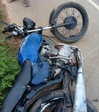 Mais um acidente na BR 235, próximo a Malhada nova, envolvendo veículo e moto
