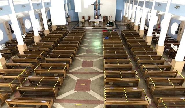 nova disposição das cadeiras na Catedral