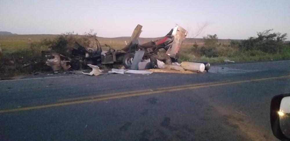 Criminosos explodem carro-forte na BR 110, a 27 km de Jeremoabo BA; atualizada com vídeo