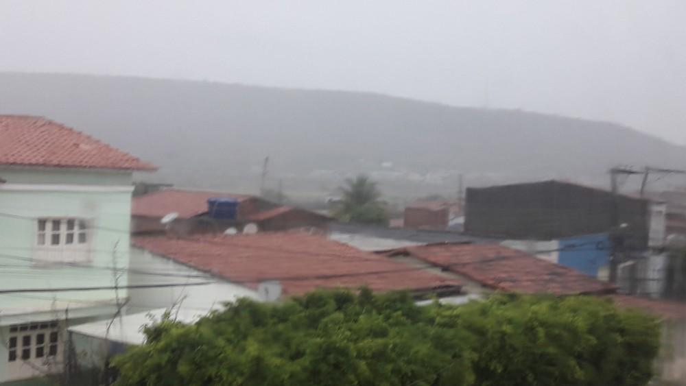 Trovoada no município de Jeremoabo BA é sempre motivo de alegria